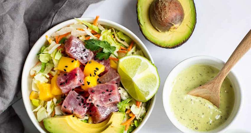 Avocado e mango per una Poké Bowl perfetta